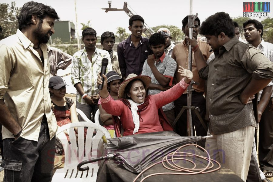 Director Lakshmy Ramakrishnan and Actor Shabeer in Nerungi Vaa Muthamidathe Movie Working Stills