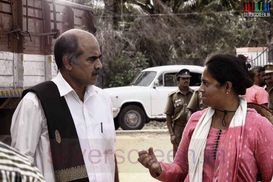 Actor Thalaivasal Vijay and Director Lakshmy Ramakrishnan in Nerungi Vaa Muthamidathe Movie Working Stills