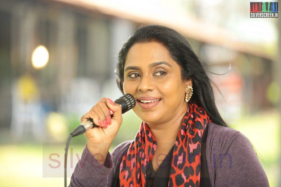 Actress Viji Chandrasekhar in Nerungi Vaa Muthamidathe Movie Working Stills