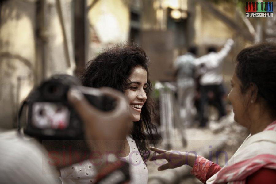 Director Lakshmy Ramakrishnan and Actress Piaa Bajpai in Nerungi Vaa Muthamidathe Movie Working Stills