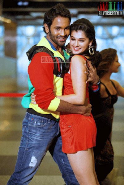 Actor Manchu Vishnu and Actress Taapsee Pannu in Political Rowdy Movie Stills