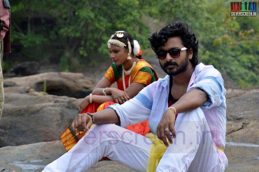nanayatha-mazhaiye-movie-stills-004