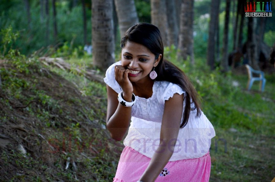 nanayatha-mazhaiye-movie-stills-028