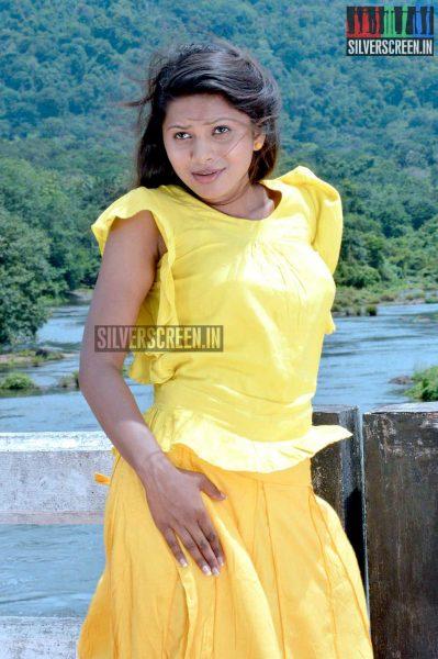 Nanayatha Mazhaiye Movie Stills