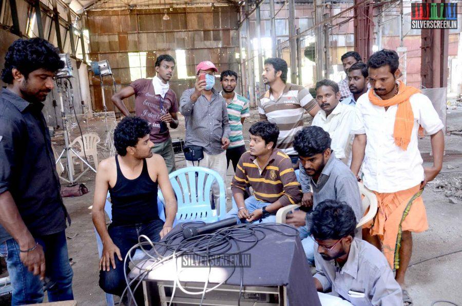 Vizhi Moodi Yosithal Movie Stills