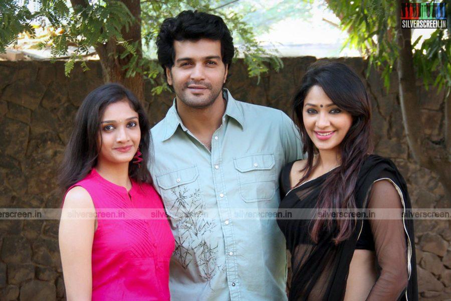 aayirathil-iruvar-team-meet-photos-009.jpg
