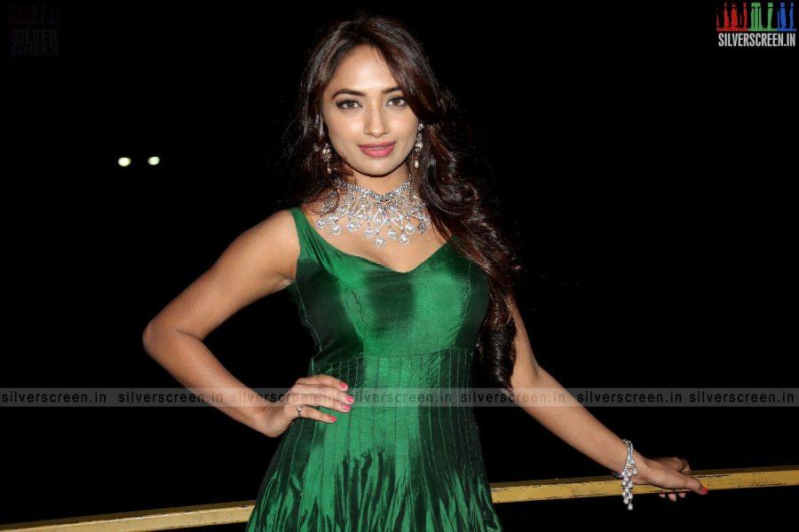 actress-jiya-hyderabad-love-story-audio-launch-photos-009.jpg