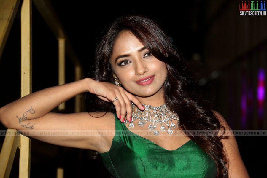 actress-jiya-hyderabad-love-story-audio-launch-photos-029.jpg