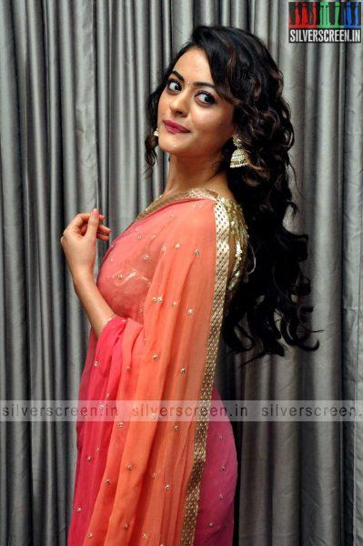 actress-shruti-sodhi-at-patas-audio-launch-event-photos-027.jpg