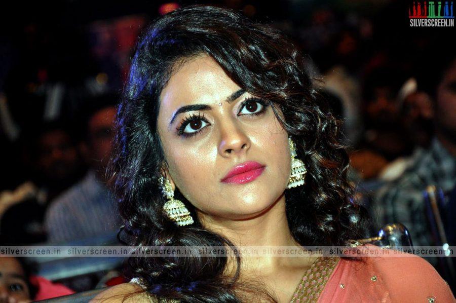 actress-shruti-sodhi-at-patas-audio-launch-event-photos-043.jpg