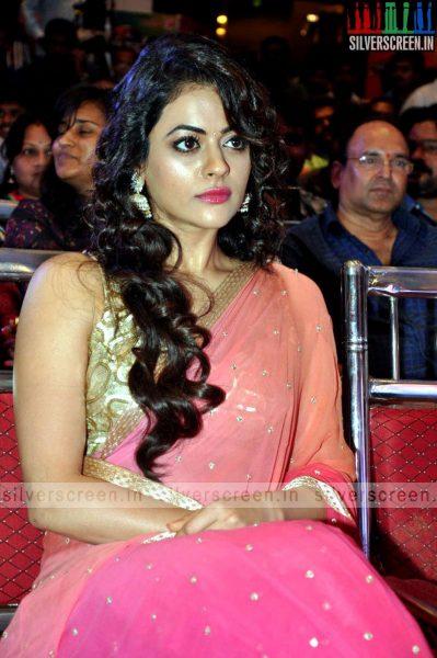 actress-shruti-sodhi-at-patas-audio-launch-event-photos-053.jpg