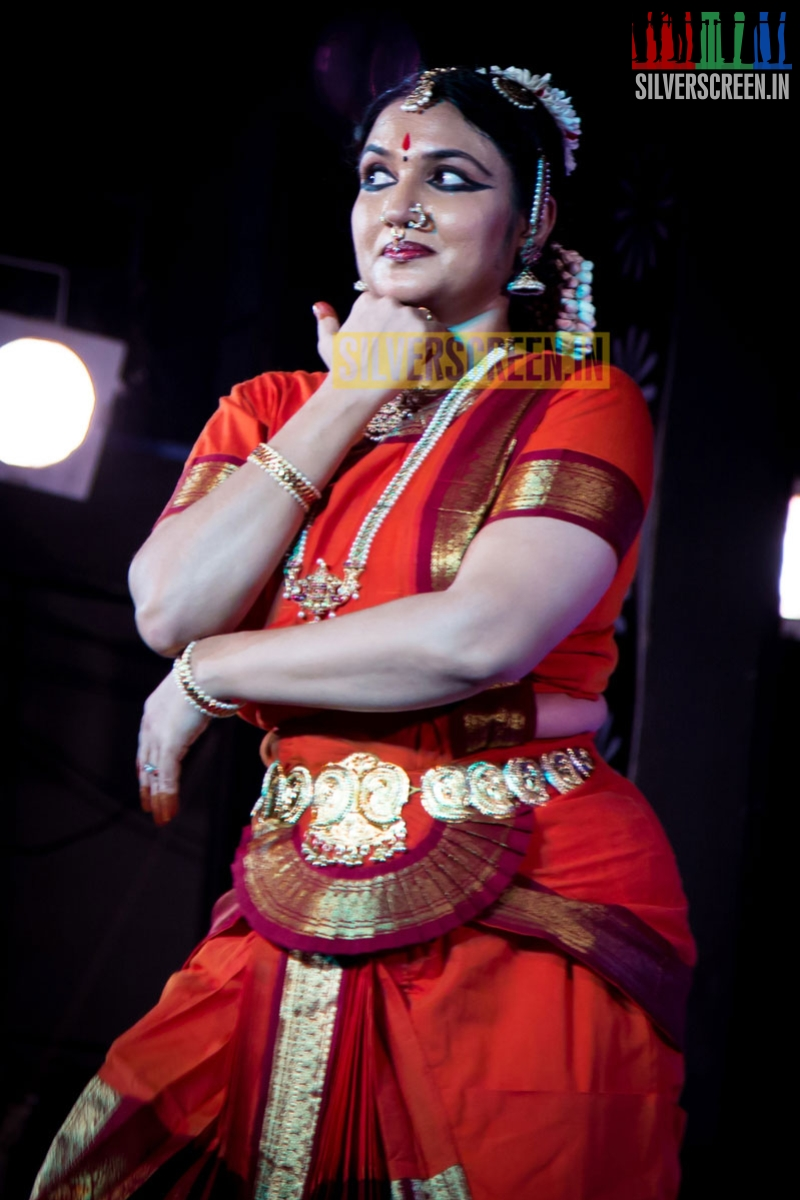 Heroines Dance Photos At Cinemaa Awards 2012: Actress Sukanya Dance Recital HQ Photos