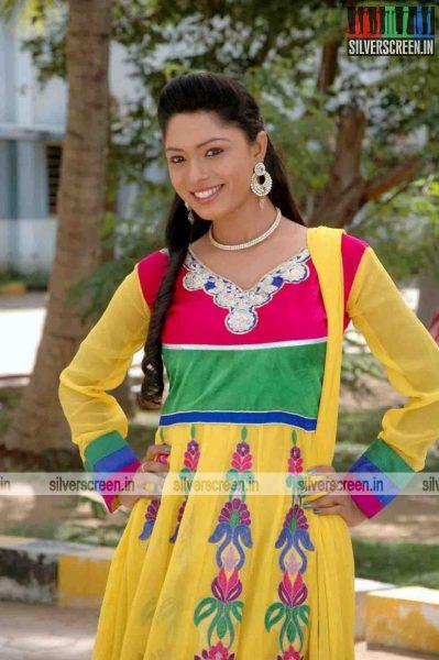 miss-pannidathinga-appuram-varuthapaduvinga-movie-stills-008.jpg