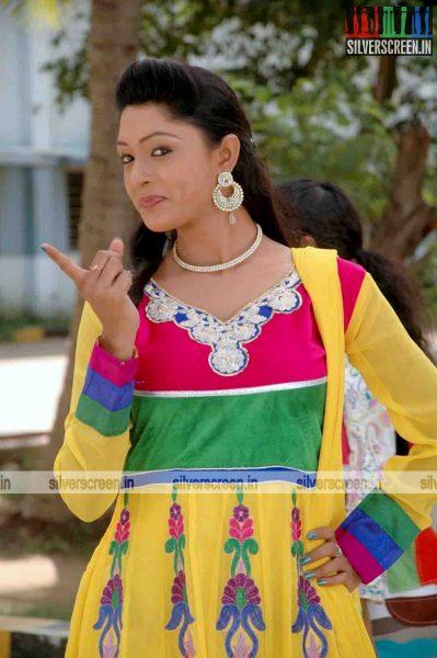 miss-pannidathinga-appuram-varuthapaduvinga-movie-stills-009.jpg