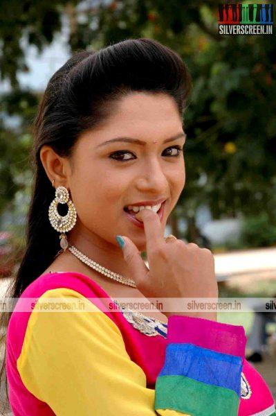miss-pannidathinga-appuram-varuthapaduvinga-movie-stills-010.jpg