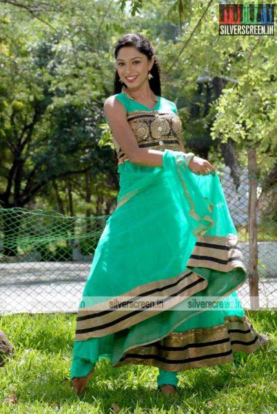 miss-pannidathinga-appuram-varuthapaduvinga-movie-stills-025.jpg