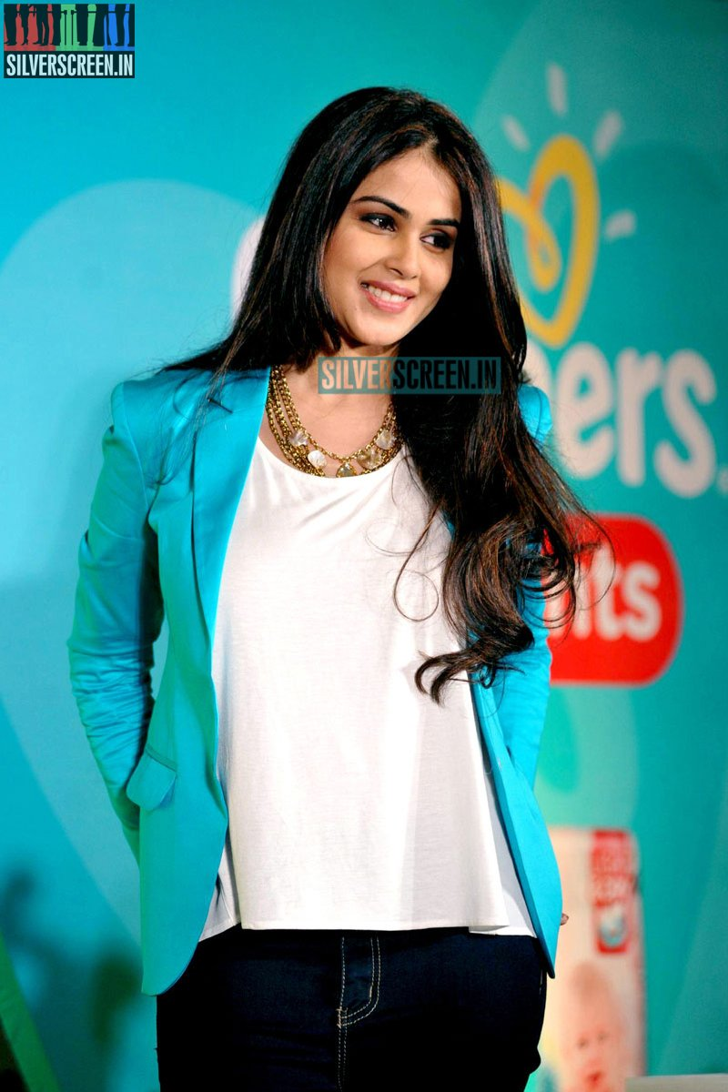Genelia D'Souza Launches Pampers Baby Dry Pants ...
