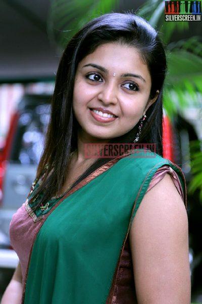 Actress Sruthi Bala at the Romba Nallavan Da Nee Press Meet Photos