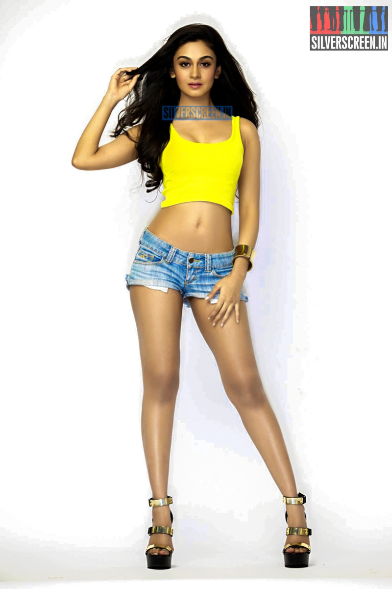 Actress Aishwarya Arjun Photoshoot Stills – Silverscreen in