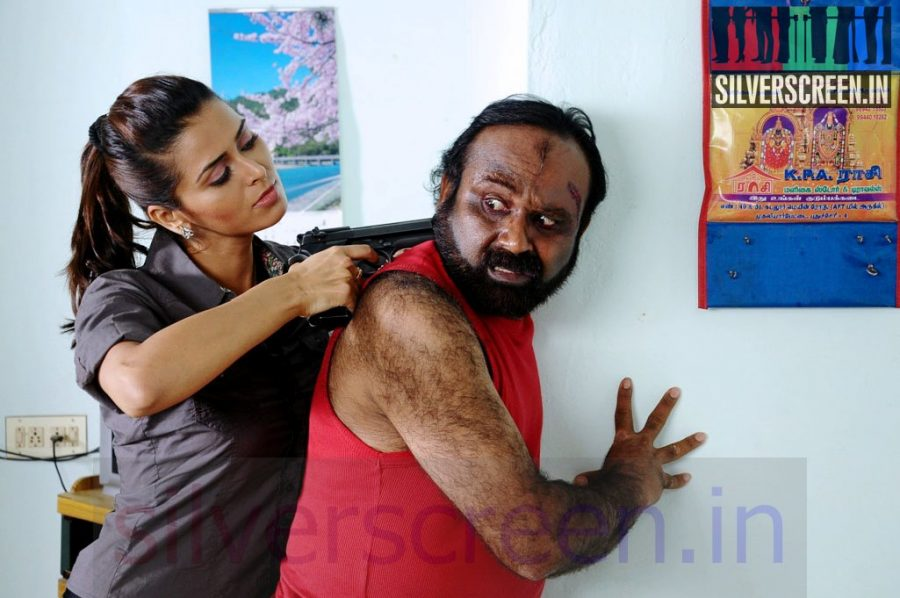 Actress Meenakshi Dixit in En Vazhi Thani Vazhi Movie Stills