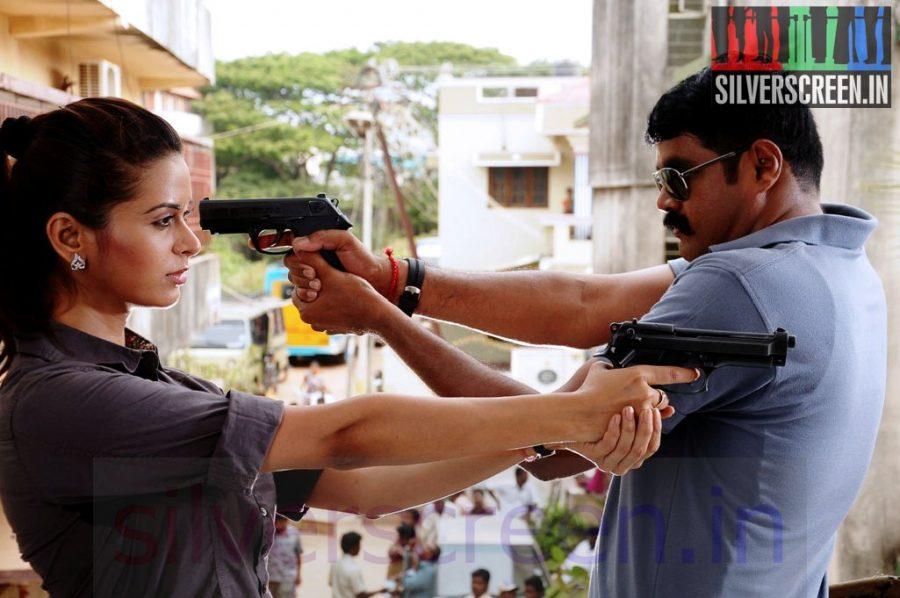 Actor RK and Actress Meenakshi Dixit in En Vazhi Thani Vazhi Movie Stills
