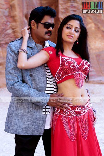 En Vazhi Thani Vazhi Movie Stills