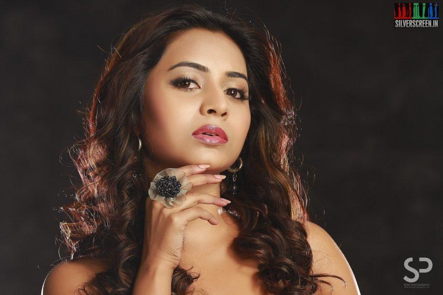 Suzaa Kumar Photoshoot Stills