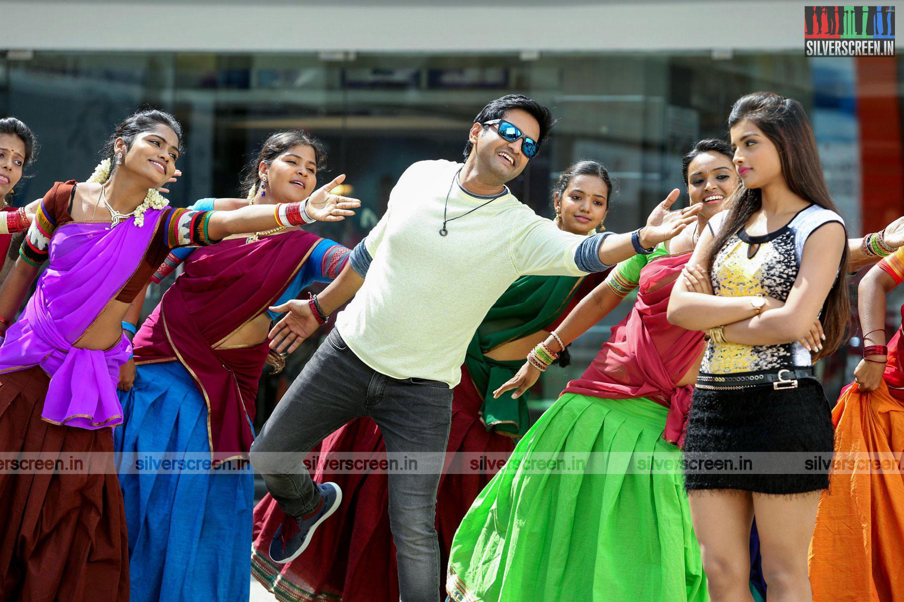 Santhanam in Inimey Ippadithan Movie Stills