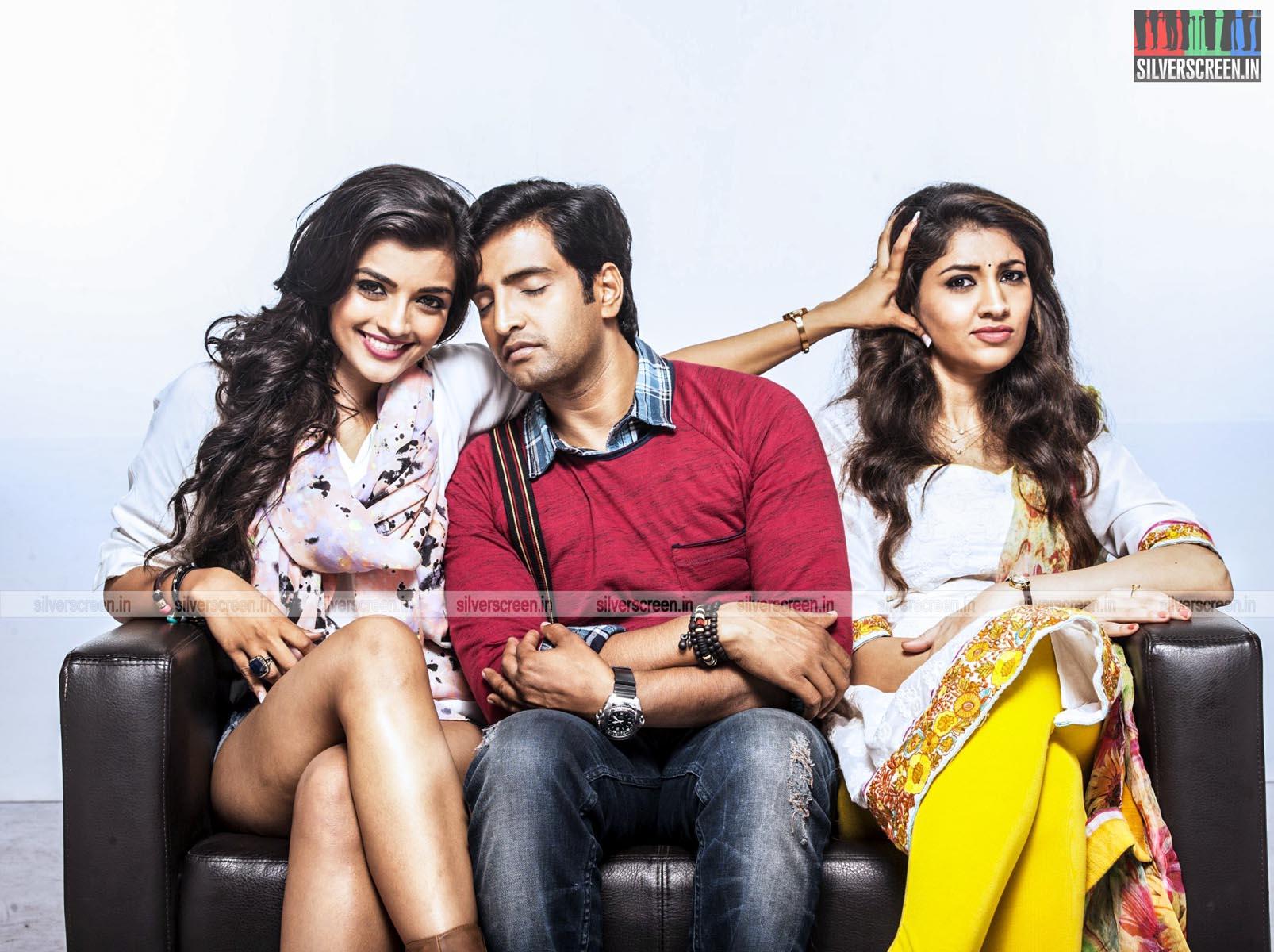 Santhanam, Ashna Zaveri and Akhila Kishore in Inimey Ippadithaan Movie stills