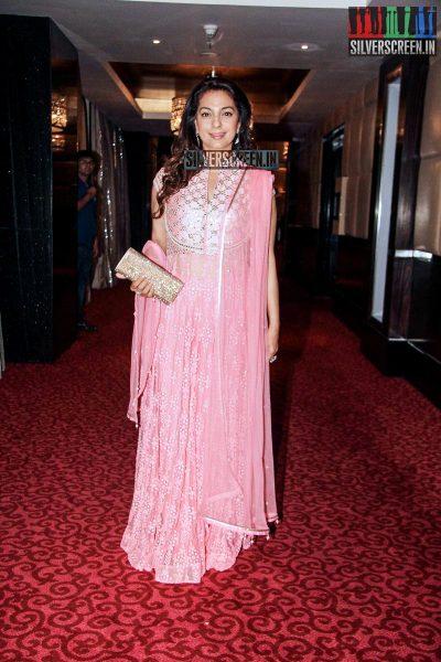 Juhi Chawla & Vidya Balan felicitated by Navbharat Times