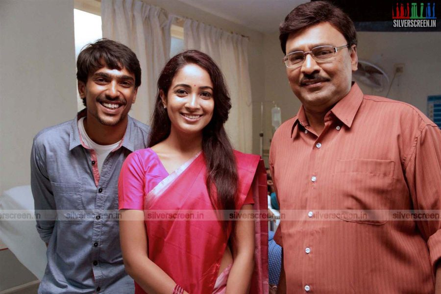 Actor Aditi Chengappa and K Bhagyaraj in Moone Moonu Vaarthai Movie Stills