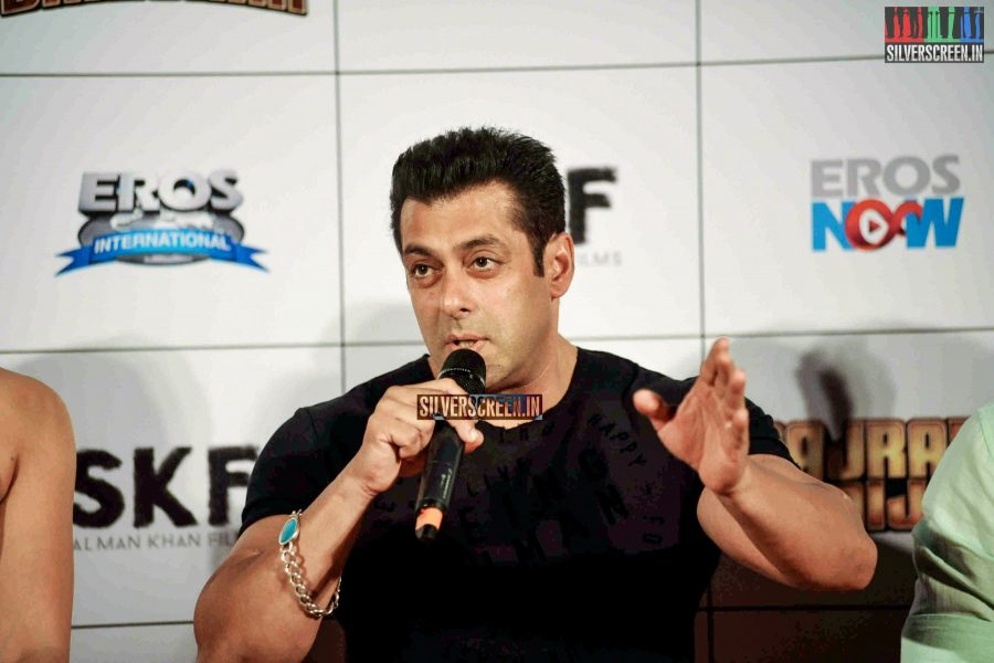 Salman Khan rushed home after death threats in Jodhpur?