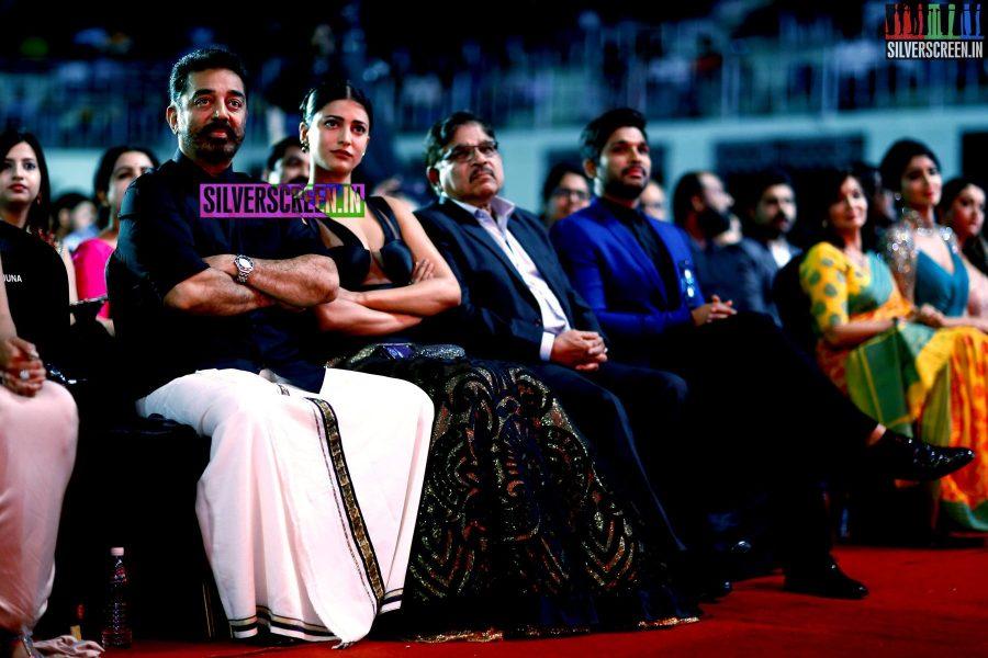 Shruti Haasan and Kamal Haasan at the 62nd Filmfare Awards South Photos