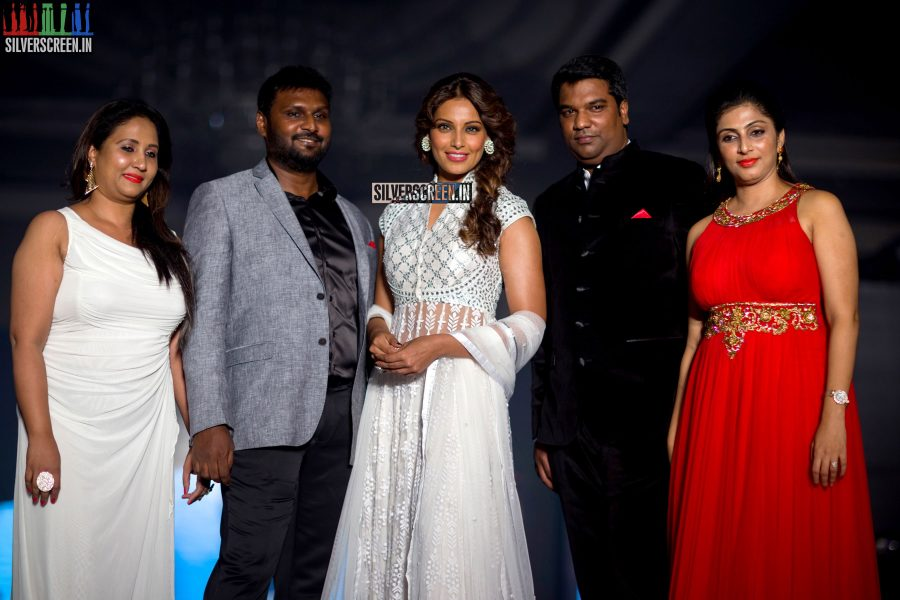 Bipasha Basu HQ Photos from Launch of Advance Beauty and Cosmetic Clinic