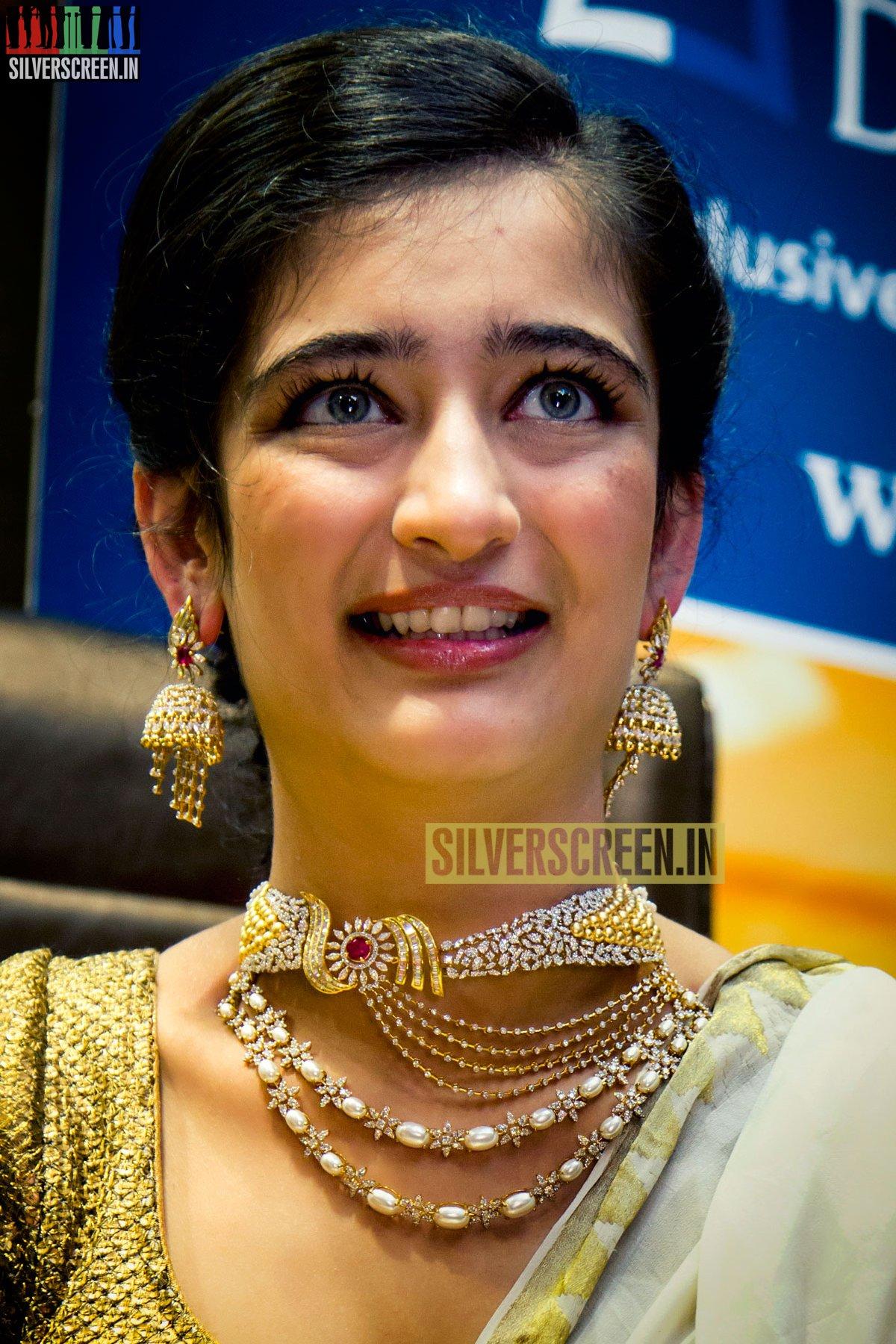 Akshara Haasan Launches Chennai Diamonds Anna Nagar Showroom