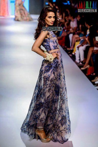 Amy Jackson Walks for Anushree Reddy at LFW Winter Festive 2015