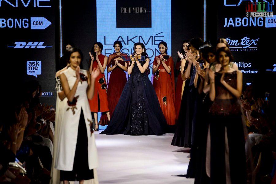 Esha Gupta Walks for Ridhi Mehra at LFW Winter Festive 2015