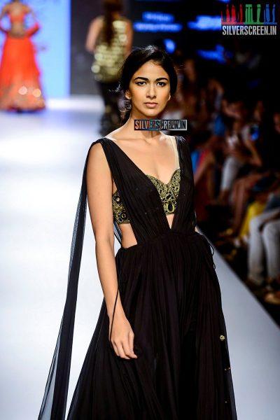 Malaika Arora Khan Walks for Arpita Mehta at LFW Winter Festive 2015
