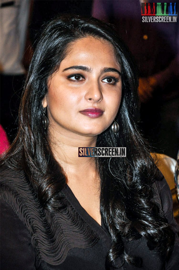 anushka shetty photos from rudhramadevi success meet