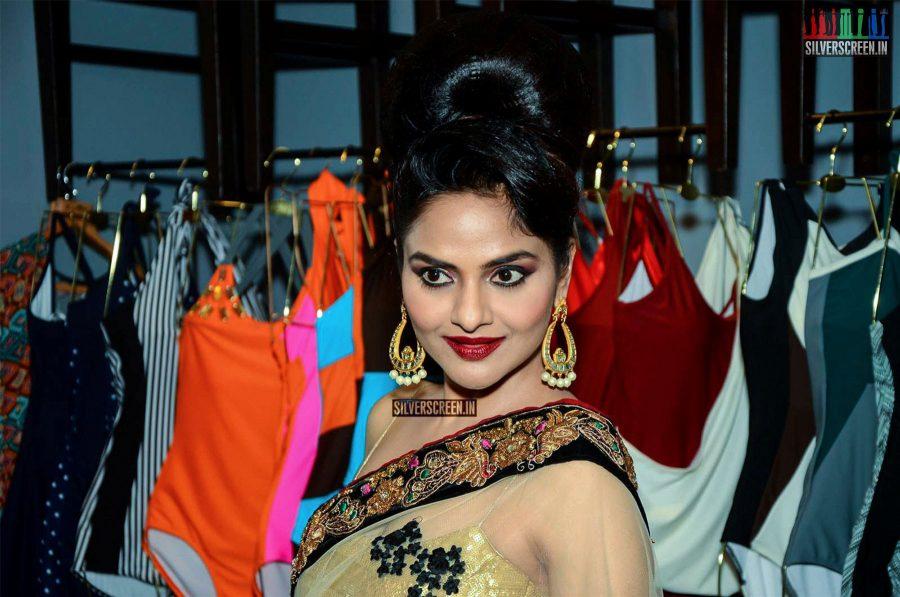 Dia Mirza Walks for Amy Billimoria Charity Show