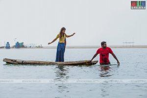 naanum-rowdy-dhaan-movie-stills-012
