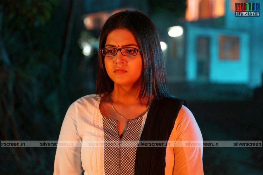 Maalai Nerathu Mayakkam Movie Stills
