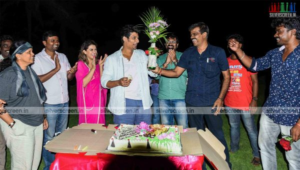 Jiiva Birthday Celebration on the Sets of Pokkiri Raja