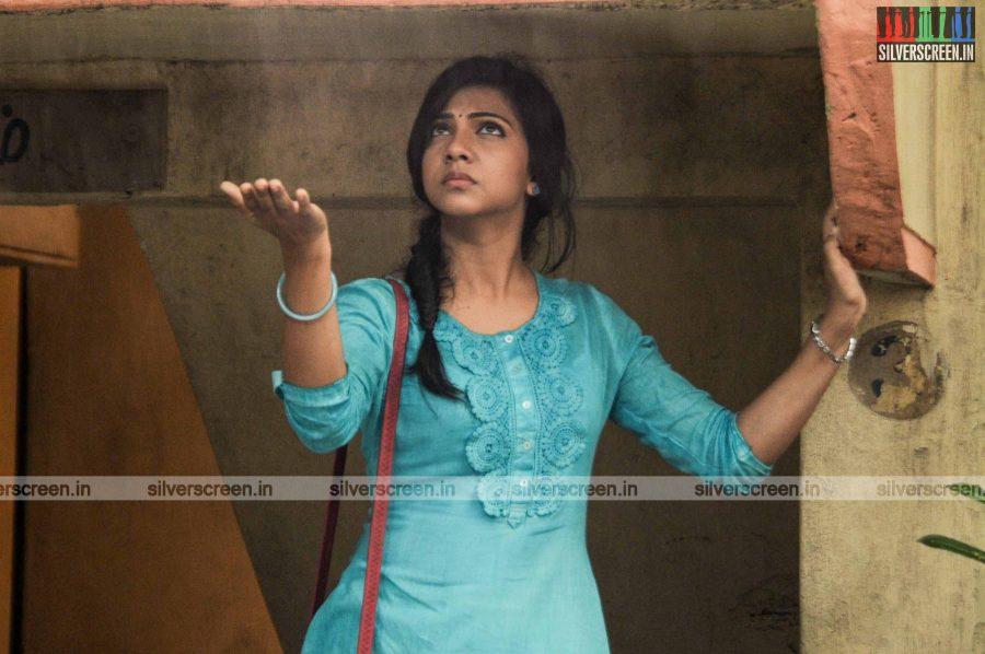 Kadhalum Kadandhu Pogum Movie Stills