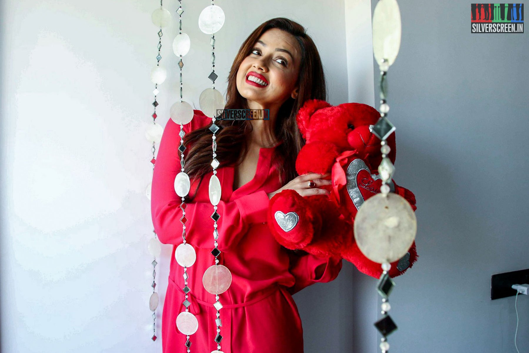 Sana Khan S Valentine Day Photoshoot Stills Silverscreen In