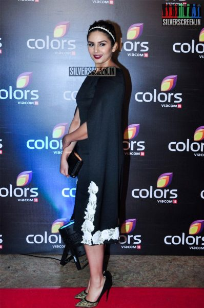 celebrities-at-the-colors-tv-red-carpet-2016-photos-0025.jpg