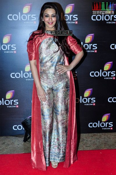 celebrities-at-the-colors-tv-red-carpet-2016-photos-0043.jpg