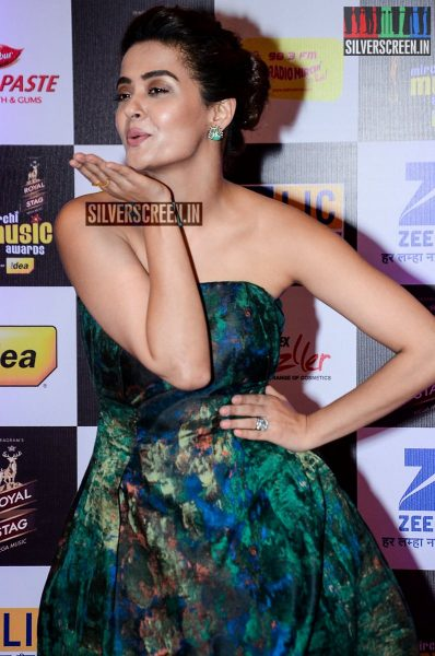 celebrities-at-the-radio-mirchi-awards-red-carpet-photos-0001.jpg