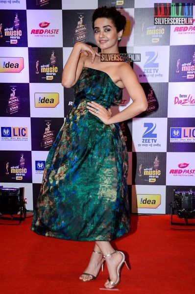 celebrities-at-the-radio-mirchi-awards-red-carpet-photos-0002.jpg