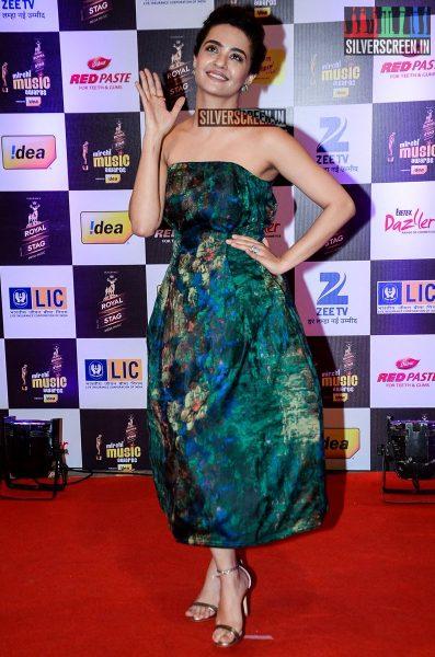 celebrities-at-the-radio-mirchi-awards-red-carpet-photos-0003.jpg